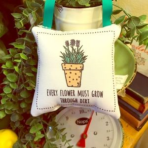 FREE Small hanging pillow 🌱